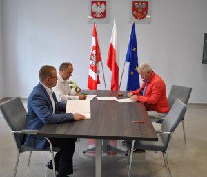 """Podpisanie umowy na realizację inwestycji pn. """"Przebudowa drogi powiatowej nr 3433W w miejscowości Obryte""""."""